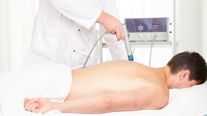 Θεραπεία κρουστικών κυμάτων Το μαγνητικό πεδίο, αποκατάσταση στοκ εικόνες με δικαίωμα ελεύθερης χρήσης