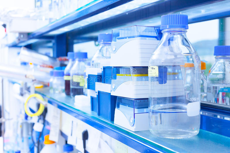 Θεραπεία κυττάρων εργαστηριακών έρευνας και ανάπτυξης στοκ φωτογραφία