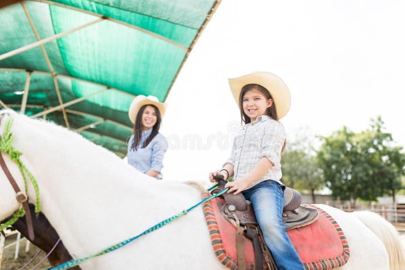 Θεραπευτική οδήγηση πλατών αλόγου στοκ εικόνες