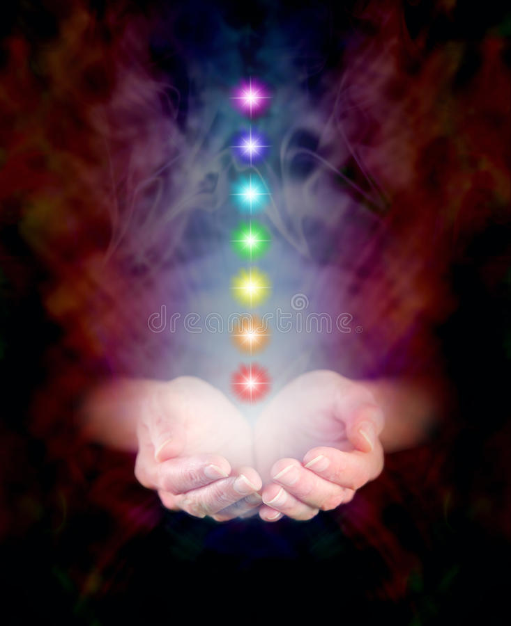 Θεραπεύοντας χέρια και επτά Chakras στοκ φωτογραφίες με δικαίωμα ελεύθερης χρήσης