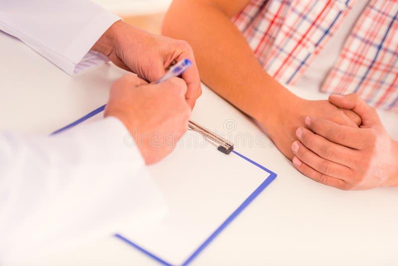 Θεραπεύστε τις ανδρικές ασθένειες στοκ φωτογραφία με δικαίωμα ελεύθερης χρήσης