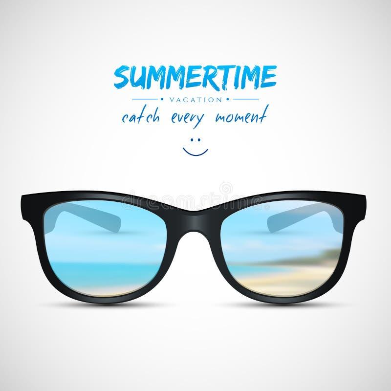 Θερινά γυαλιά ηλίου με την αντανάκλαση παραλιών ελεύθερη απεικόνιση δικαιώματος