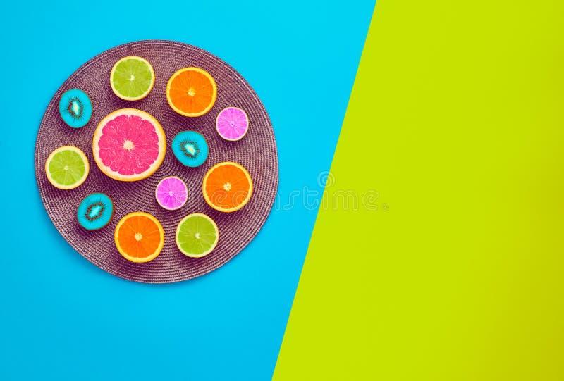 Θερινά τροπικά φρούτα μόδας Ελάχιστη έννοια τέχνης στοκ φωτογραφίες