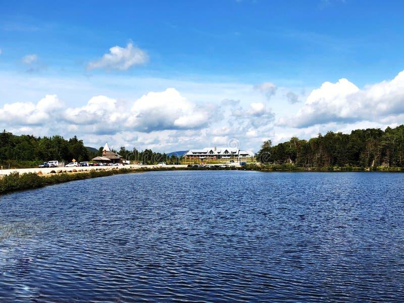 Θερινή άποψη λιμνών Saco στην εγκοπή Crawford στοκ φωτογραφία