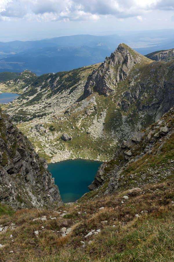 Θερινή άποψη της δίδυμης λίμνης, βουνό Rila, οι επτά λίμνες Rila, Βουλγαρία στοκ εικόνα
