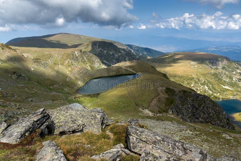 Θερινή άποψη της λίμνης δακρυ'ων, βουνό Rila, οι επτά λίμνες Rila, Βουλγαρία στοκ εικόνα με δικαίωμα ελεύθερης χρήσης