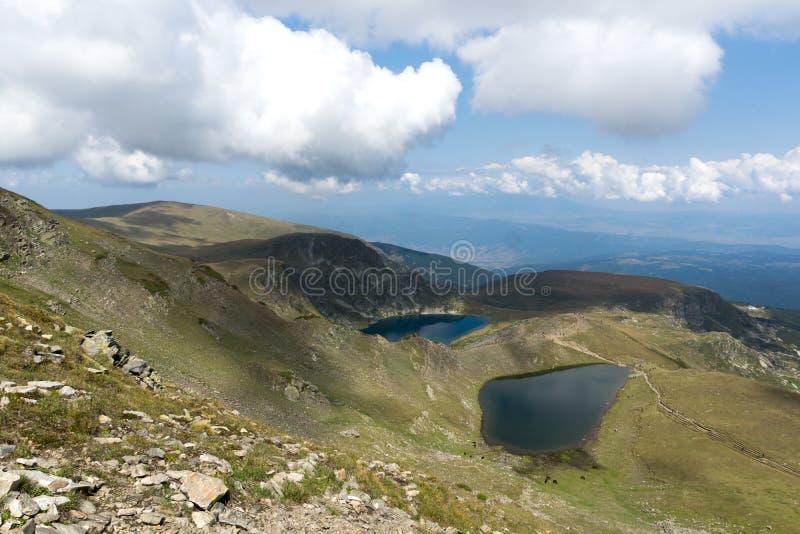 Θερινή άποψη του δακρυ'ου και των λιμνών ματιών, βουνό Rila, οι επτά λίμνες Rila, Βουλγαρία στοκ φωτογραφία