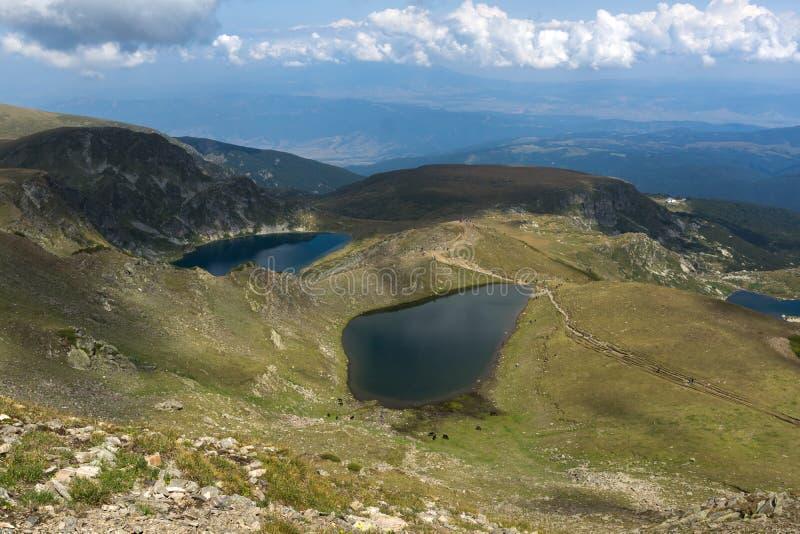 Θερινή άποψη του δακρυ'ου και των λιμνών ματιών, βουνό Rila, οι επτά λίμνες Rila, Βουλγαρία στοκ εικόνες με δικαίωμα ελεύθερης χρήσης