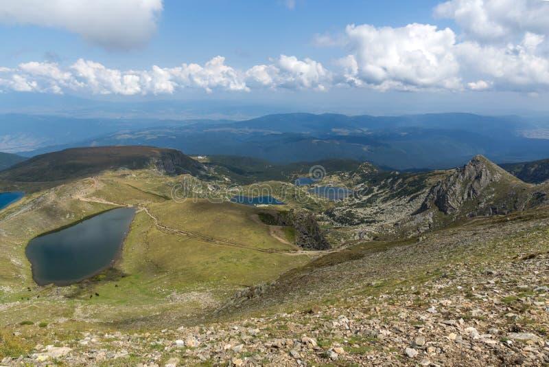 Θερινή άποψη του δακρυ'ου και των λιμνών ματιών, βουνό Rila, οι επτά λίμνες Rila, Βουλγαρία στοκ φωτογραφία με δικαίωμα ελεύθερης χρήσης