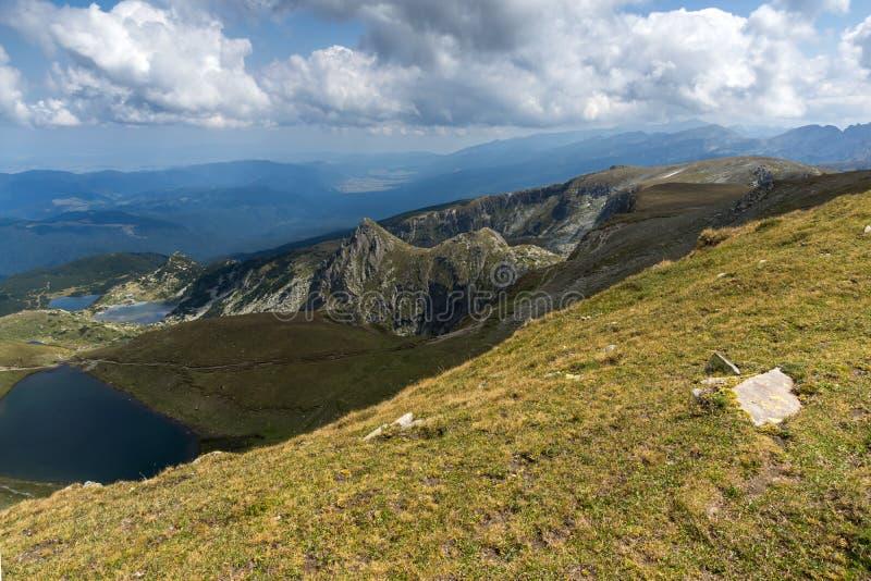 Θερινή άποψη του διδύμου και των λιμνών ματιών, βουνό Rila, οι επτά λίμνες Rila, Βουλγαρία στοκ φωτογραφία με δικαίωμα ελεύθερης χρήσης