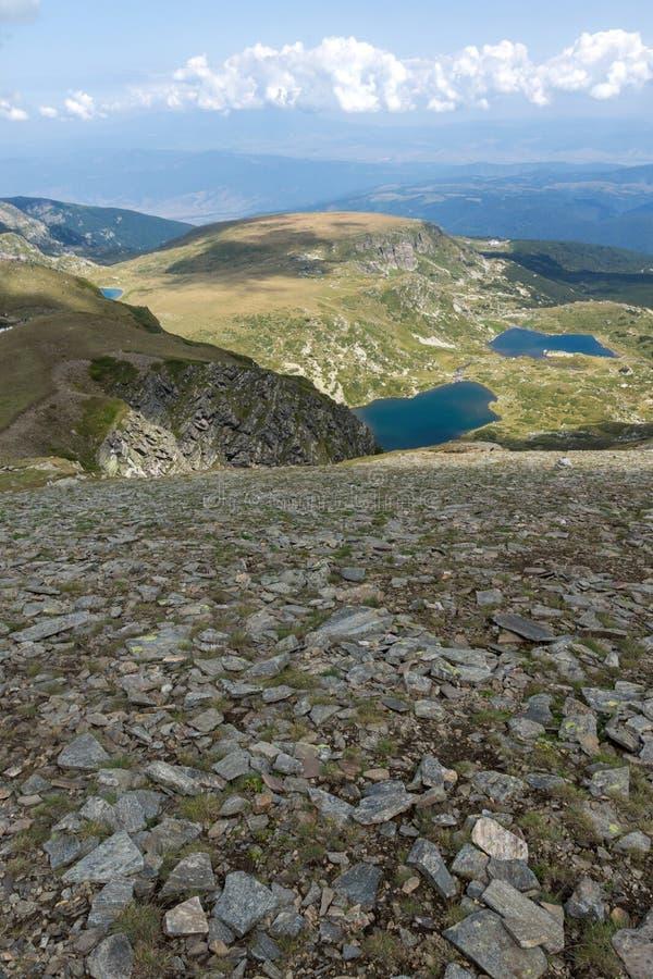 Θερινή άποψη του διδύμου και των λιμνών Trefoi, βουνό Rila, οι επτά λίμνες Rila, Βουλγαρία στοκ φωτογραφίες