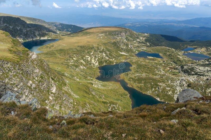Θερινή άποψη του νεφρού, του διδύμου, Trefoil, των ψαριών και των χαμηλότερων λιμνών, βουνό Rila, οι επτά λίμνες Rila, Βουλγαρία στοκ φωτογραφία