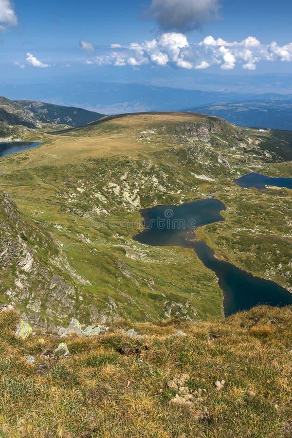 Θερινή άποψη του νεφρού, του διδύμου, Trefoil, των ψαριών και των χαμηλότερων λιμνών, βουνό Rila, οι επτά λίμνες Rila, Βουλγαρία στοκ εικόνα με δικαίωμα ελεύθερης χρήσης