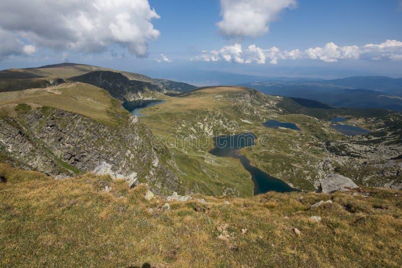 Θερινή άποψη του νεφρού, του διδύμου, Trefoil, των ψαριών και των χαμηλότερων λιμνών, βουνό Rila, οι επτά λίμνες Rila, Βουλγαρία στοκ εικόνες