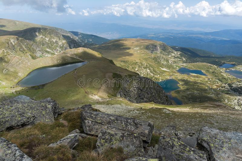 Θερινή άποψη του νεφρού, του διδύμου, Trefoil, των ψαριών και των χαμηλότερων λιμνών, βουνό Rila, οι επτά λίμνες Rila, Βουλγαρία στοκ εικόνες με δικαίωμα ελεύθερης χρήσης