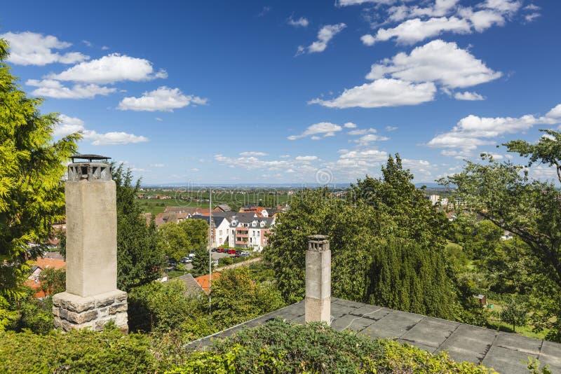 Θερινή άποψη Haardt Neustadt, Γερμανία στοκ εικόνα με δικαίωμα ελεύθερης χρήσης