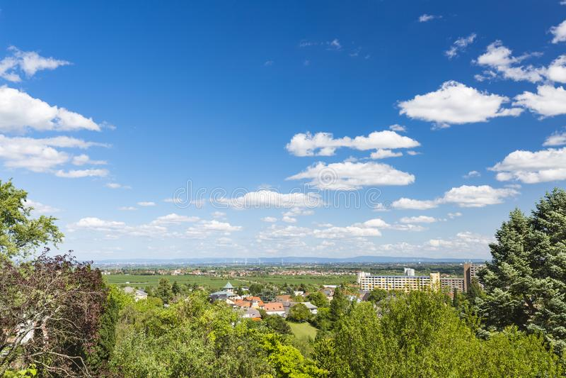 Θερινή άποψη Haardt Neustadt, Γερμανία στοκ φωτογραφία