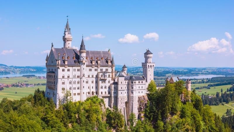 Θερινή άποψη Neuschwanstein Castle στοκ φωτογραφία