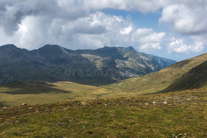 Θερινή άποψη Rila Mountan κοντά στις επτά λίμνες Rila, Βουλγαρία στοκ φωτογραφία με δικαίωμα ελεύθερης χρήσης