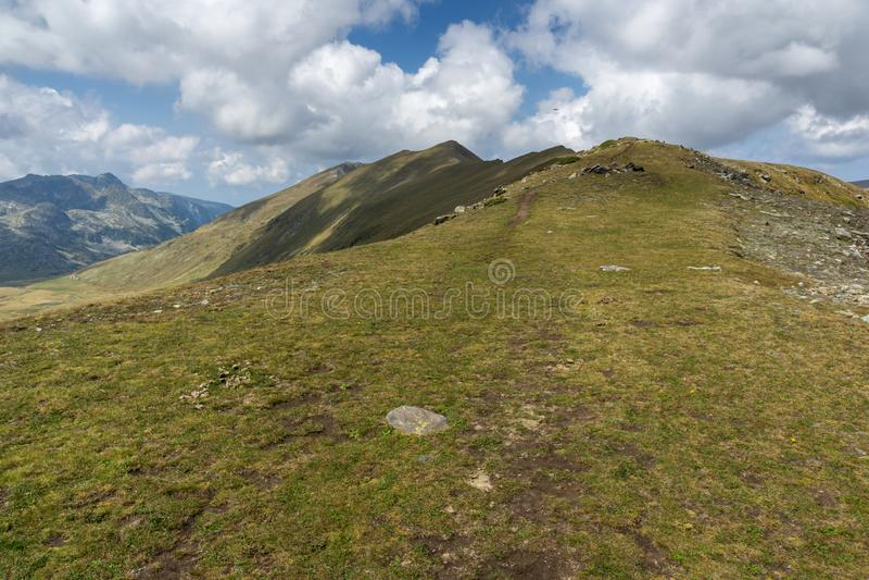Θερινή άποψη Rila Mountan κοντά στις επτά λίμνες Rila, Βουλγαρία στοκ φωτογραφία