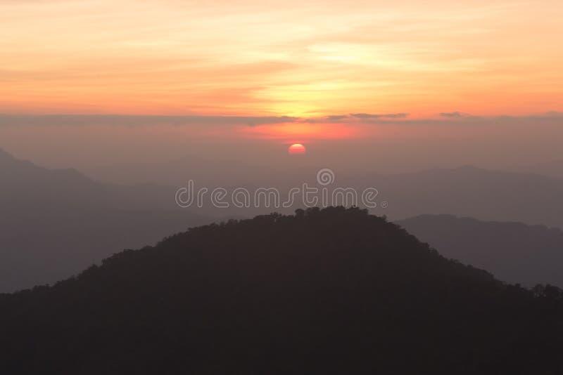 θερινή ανατολή βουνών τοπίων στοκ φωτογραφία με δικαίωμα ελεύθερης χρήσης
