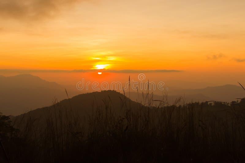 θερινή ανατολή βουνών τοπίων στοκ εικόνες με δικαίωμα ελεύθερης χρήσης