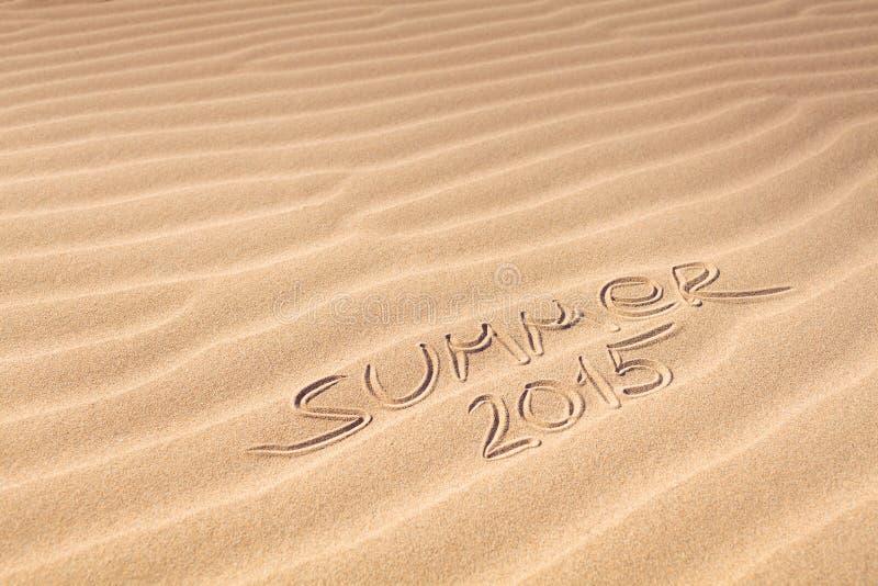 Θερινή 2015 γραφή στην άμμο στοκ εικόνα
