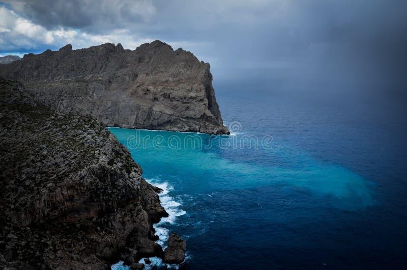 Θερινή θύελλα που πλησιάζει την ακτή στοκ εικόνες με δικαίωμα ελεύθερης χρήσης