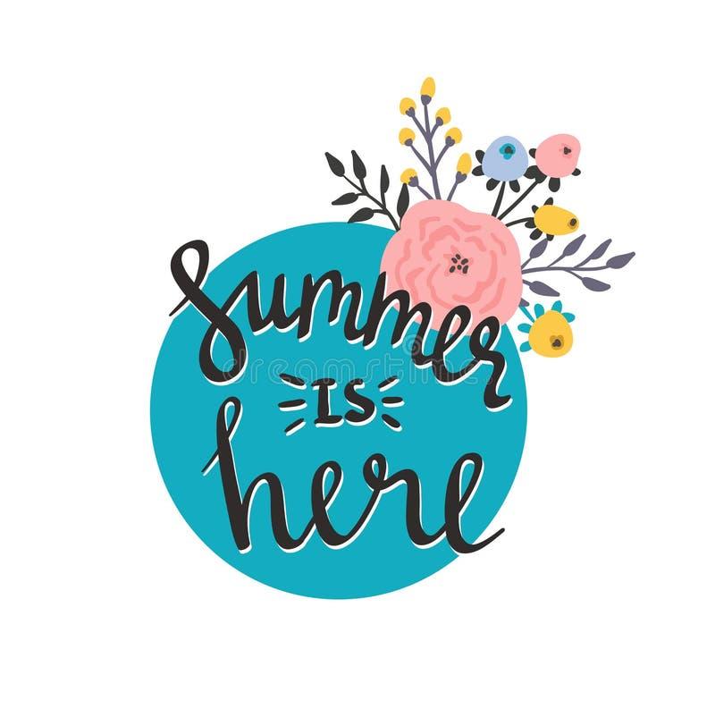 Θερινή περίοδο κάρτα ή αφίσα Το διανυσματικό καλοκαίρι τίτλου είναι εδώ Λουλούδια κινούμενων σχεδίων και απόσπασμα εγγραφής διανυσματική απεικόνιση