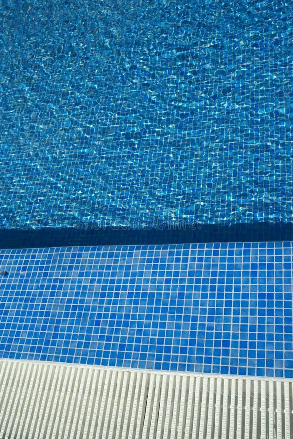 Θερινή υπαίθρια πισίνα στοκ φωτογραφίες