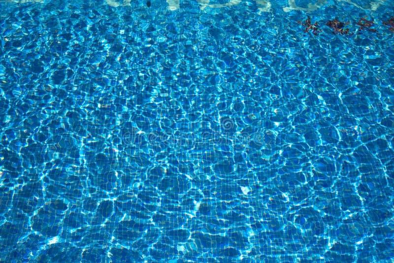 Θερινή υπαίθρια πισίνα στοκ φωτογραφία με δικαίωμα ελεύθερης χρήσης