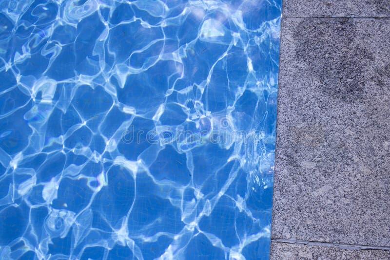 Θερινή υπαίθρια πισίνα στοκ φωτογραφία