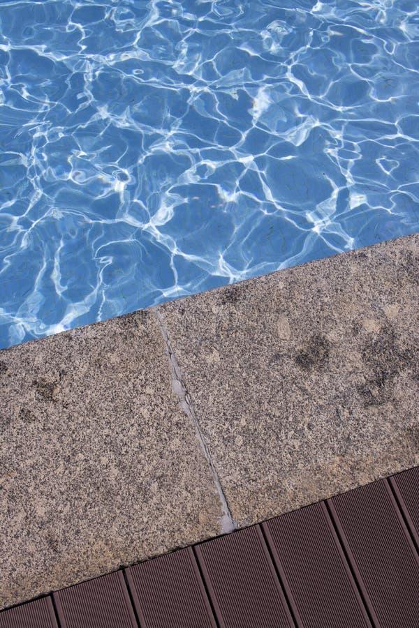 Θερινή υπαίθρια πισίνα στοκ εικόνα