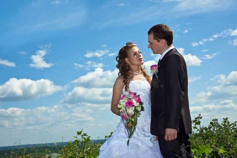 θερινός ηλιόλουστος γάμ& στοκ φωτογραφίες