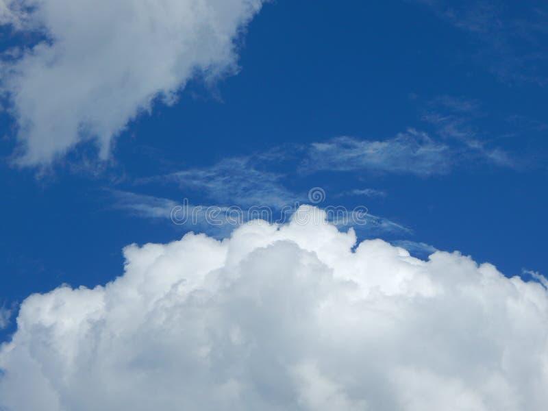 Θερινός σωρείτης ένα σύννεφο του αέρα στοκ φωτογραφία με δικαίωμα ελεύθερης χρήσης