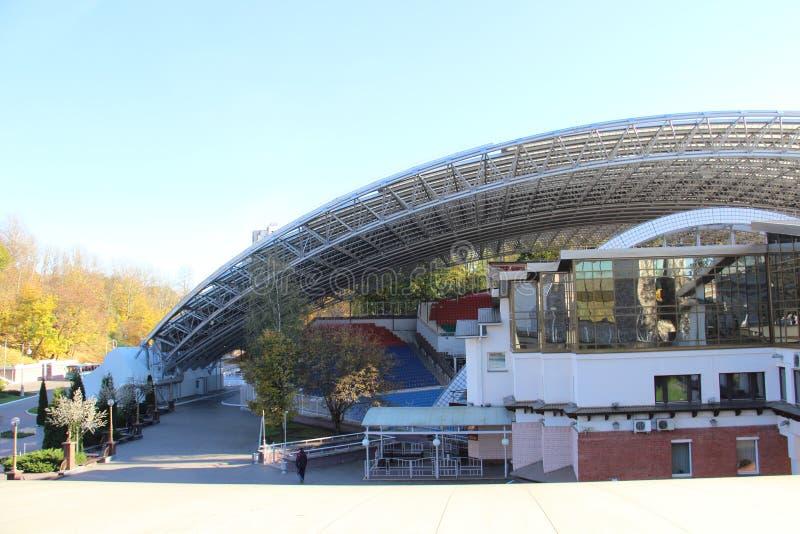 Θερινό αμφιθέατρο το θερινό αμφιθέατρο πριν από την αναδημιουργία, 2007 στα πρώτα το τραπεζογραμμάτιο 10.000 ρουβλιών το καλοκαίρ στοκ φωτογραφία με δικαίωμα ελεύθερης χρήσης