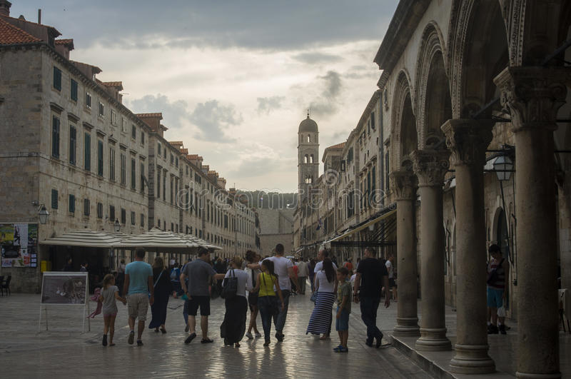 Θερινό βράδυ στην παλαιά πόλη Dubrovnik στοκ φωτογραφία με δικαίωμα ελεύθερης χρήσης