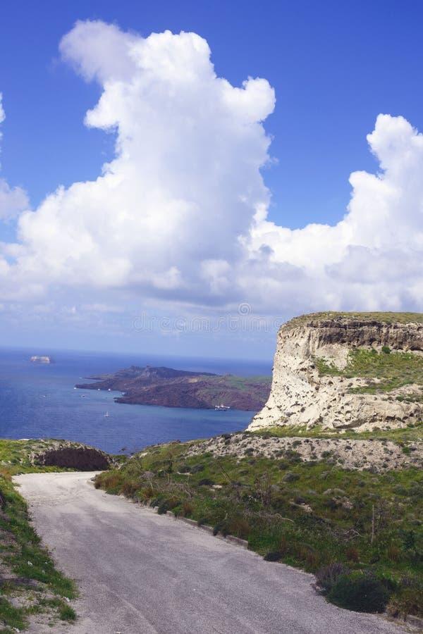 Θερινό ηλιόλουστο πρωί στο νησί Santorini, Ελλάδα στοκ φωτογραφία