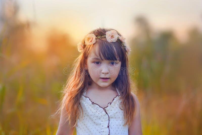 Θερινό πορτρέτο κοριτσιών στοκ εικόνες