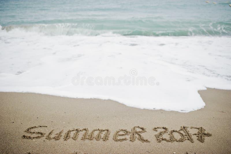 Θερινό 2017 τέλος Το νέο έτος 2018 είναι ερχόμενη έννοια Θάλασσα και άμμος στοκ εικόνα με δικαίωμα ελεύθερης χρήσης