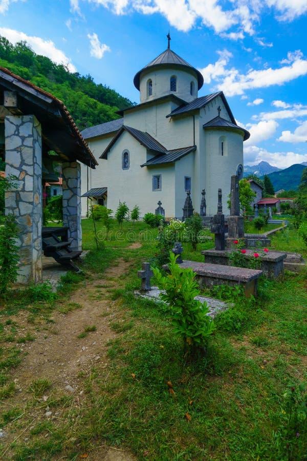 θερινό ταξίδι moraca του Μαυροβουνίου μοναστηριών στοκ φωτογραφία