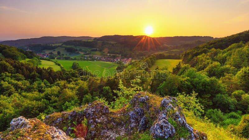 Θερινό τοπίο στη Franconian Ελβετία, Γερμανία στοκ φωτογραφίες