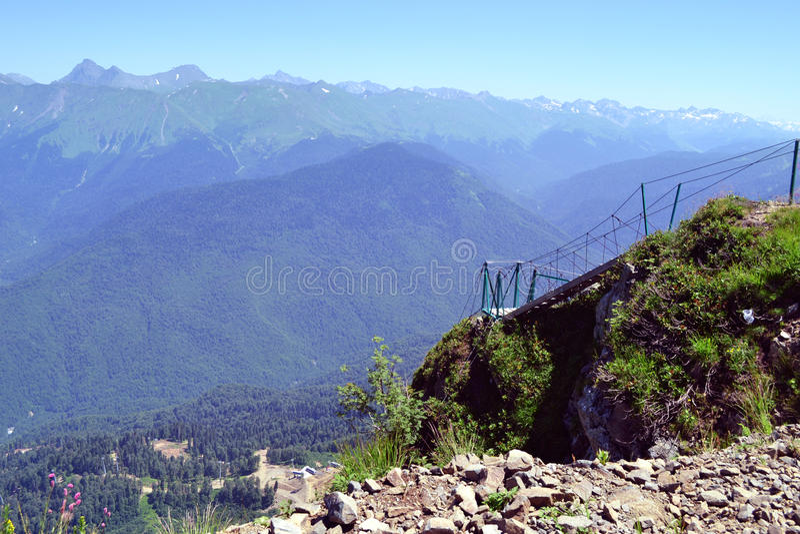 Θερινό τοπίο των καυκάσιων βουνών στοκ φωτογραφία με δικαίωμα ελεύθερης χρήσης