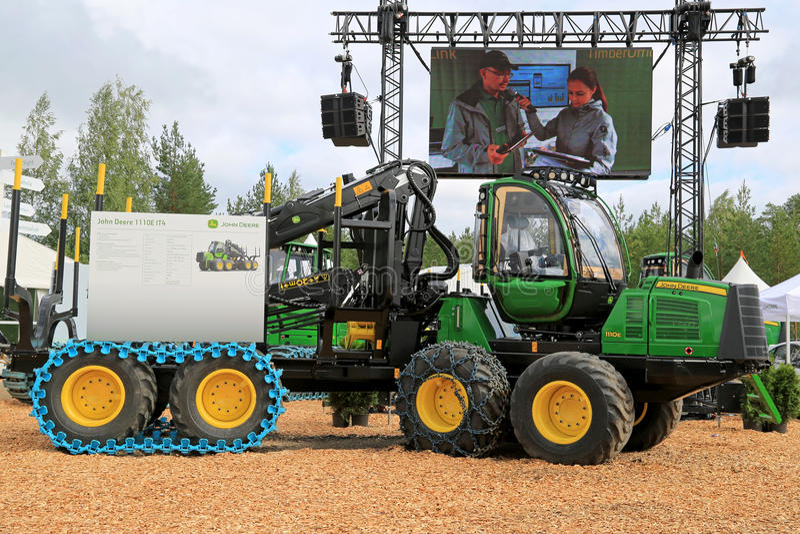 Θεριστική μηχανή 1110E του John Deere σε FinnMETKO 2014 στοκ εικόνες