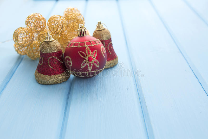 Download Θερμά φω'τα γιρλαντών Χριστουγέννων στο ξύλινο αγροτικό υπόβαθρο Στοκ Εικόνα - εικόνα από αποχής, λάμψτε: 62719677
