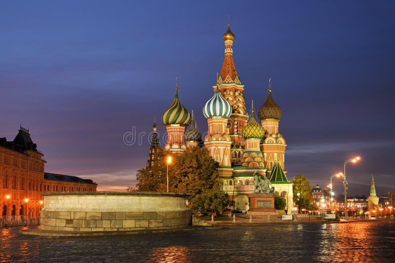 Θερμά χρώματα του καθεδρικού ναού βασιλικού ` s του ST στην ανατολή στοκ εικόνες με δικαίωμα ελεύθερης χρήσης