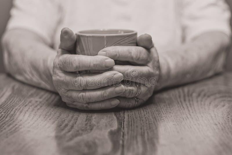 Θερμαίνοντας χέρια στοκ εικόνα