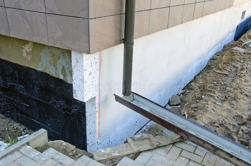 Θερμική μόνωση ιδρύματος σπιτιών με styrofoam στοκ εικόνες