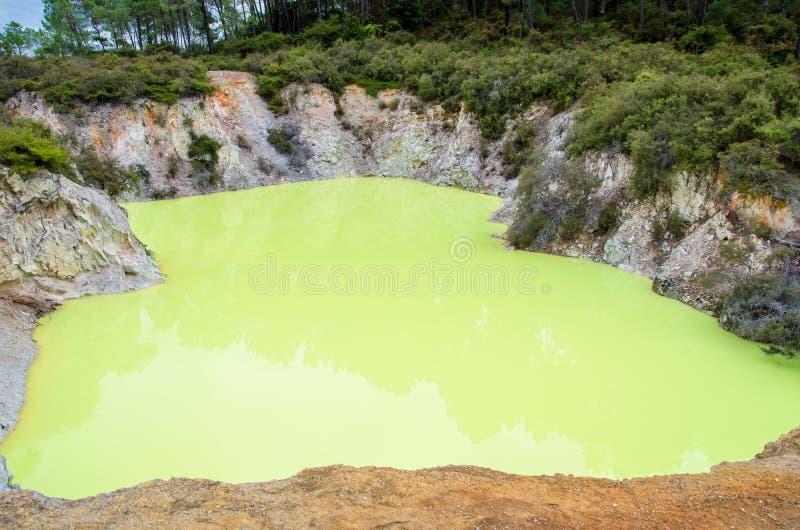 Θερμική χώρα των θαυμάτων wai-ο-Tapu που βρίσκεται σε Rotorua, Νέα Ζηλανδία στοκ φωτογραφία με δικαίωμα ελεύθερης χρήσης