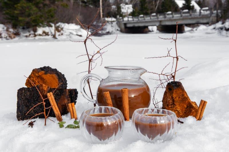 Θερμό χειμερινό ποτό με τα οφέλη για την υγεία στοκ φωτογραφία